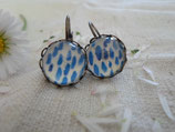 Boucles d'oreilles cabochons 12 mm sans nickel, fond blanc et bleue