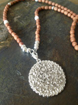 Filigranes Medallion mit schönem Muster