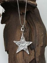 Wunderschöner, spezieller Stern mit Baumrindenstruktur
