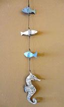 Dekokette Seepferdchen und Fische
