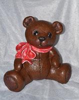 Großer Bär mit roter Schleife