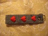 Schlüsselanhänger mit roten Herzen