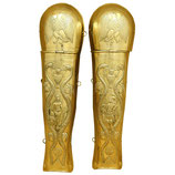 Beinschienen für Prätorianer aus geprägtem Messing