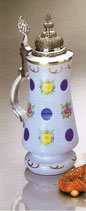 Glaskrug mit Zinndeckel Überfangemail weiss - blau Höhe ca. 26 cm hangeschliffen und handbemalt
