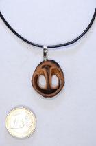 black walnut pendant | Schawarznuß Anhänger mit Lederband #02