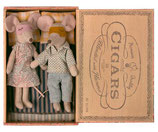 Mom&Dad Mouse in Cigar Box 2021