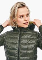 Gewatteerde jas in een glanzende look