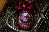 gesticktes Osterei weiß/rot Vogel