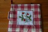 Topflappen Erdbeere handgestickt