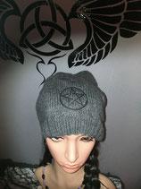 Beanie grau mit schwarzem Pentagram
