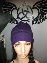 Mütze Beanie lila mit schwarzen Streifen