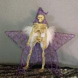 Weihnachtsstern in Lila mit Skelett