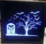 Baum mit Grabstein R.I.P.