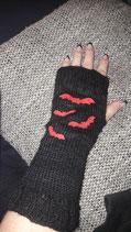Handstulpen  schwarz mit roten Fledermäusen