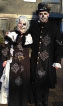 Verleih Halloween Skull and Bones