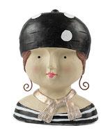Ladykopf mit schwarzer Mütze