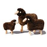 Schafe in Lebensgröße / braunes gelocktes Fell / Buche natur