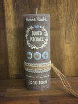 Taufkerze Rustik grau, 20x7cm,  Blätterkranz Hellbau
