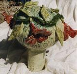 Kugel mit Trompetenblumen