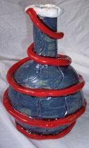 Keramikvase mit rotem Band