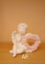 Engel mit Rosenherz