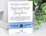 Geburtsstein Armband mit September Saphir Edelstein, Spruchkarte und Bandfarbe nach Wahl