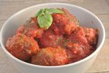 Gehaktballetjes met rode paprika in een licht pikante tomatensaus - €11,00 per persoon