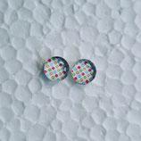 8 mm Edelstahl Ohrstecker randlos kleine bunte Punkte auf weiß