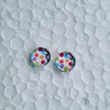 8 mm Edelstahl Ohrstecker randlos bunte Punkte auf weiß