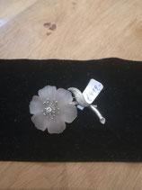Blütenbrosche mit Bergkristall und Brilliant 14 Karat Weissgold