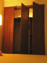 Closets frentes bastidor con puertas batientes