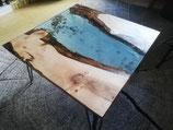 Table basse résine et noyer