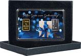 Geschenk mit blauem Band und einem Goldbarren ab 0,50 Gramm und einem Silberbarren ab 1 Gramm M7GS