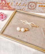 White Big Pearl And Simple Gold Hair Clip Set