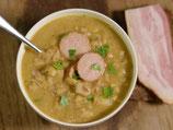 La vraie soupe au petit pois, lard fumé, saucisson et croûtons