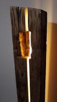 Stehleuchte Altholzbalken mit Nischen
