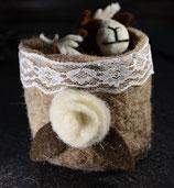 Blumenübertöpfchen aus Filz beige