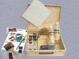 KEIM Künstlerfarben-Sortiment aus Produkten und Werkzeugen im edlen Holzkoffer