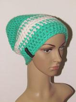 Beanie Mütze in der Farbe grün-weiß