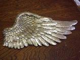 翼のオブジェ
