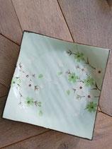 Zachtgroen schaaltje/bord, met 3D bloemenmotief