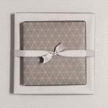 Geschenkpapier Bogen Dreieck Braun