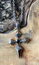 Halskette mit Kreuz und schwarzem Stein