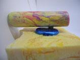 """Magnethalter """"Himbeer-Vanille"""", lackiertes Holz, L ca. 65mm, D ca. 20mm, Haltekraft ca. 100 g"""