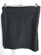 Kilt en jean, ceinture rayée jaune et grise
