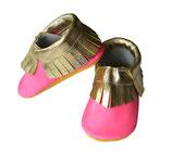 Krabbelschuh - pink mit goldenen Fransen