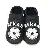 Krabbelschuh schwarz - Fußball, personalisiert