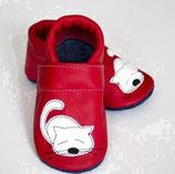Krabbelschuh - rot mit Katzen Motiv