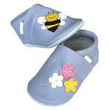 Krabbelschuh -  flieder mit Blumen und Biene