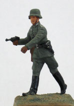 MOD C-23 Officer with pistol
